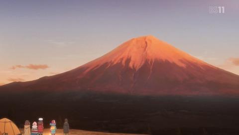 ゆるキャン11話。富士山YMCAから見る赤富士。