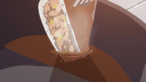 ゆるキャン10話。ホットサンドに餃子のたれをつけるりんちゃん。