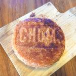コンビニのカレーパンをホットサンドメーカーにはさむと、「パン屋さんのカレーパン」なる。【コンビニきゃんぷ飯】