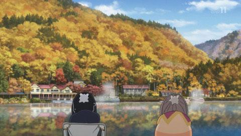 四尾連湖を見つめてなごむなでしことりんちゃん