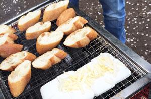 アヒージョの付け合わせのパン