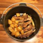 【レシピ】簡単、煮込むだけ。ダッチオーブンでスペアリブと大根の煮込み