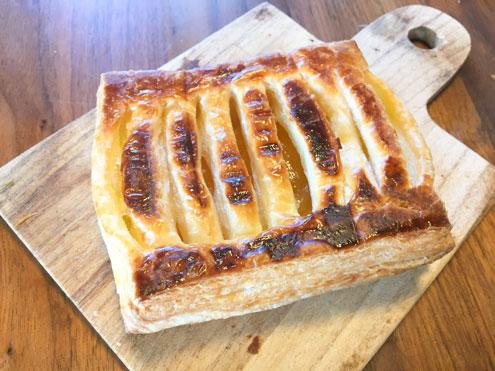 ホットサンドメーカーで焼いたアップルパイ。