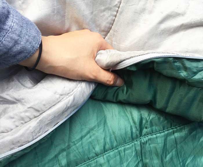 キャプテンスタッグ寝袋の厚さ