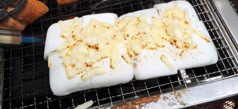 トーチバーナーで炙るチーズぱんぺん