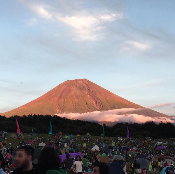朝霧ジャムのアリーナから見る富士山