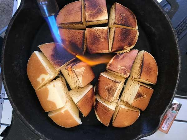 北海道チーズ蒸しケーキを炙る