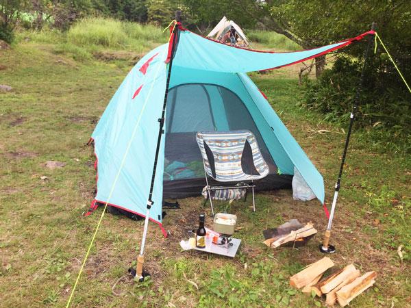 トレッキングポールでテントに屋根をつくる