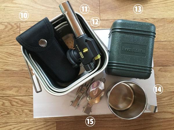 ソロキャンプの道具。カップ、クッカー、ナイフ