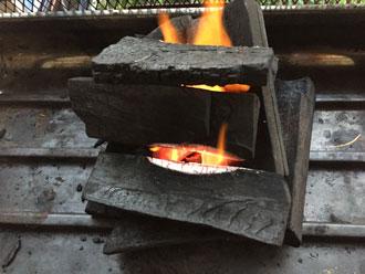 炭火に着火する