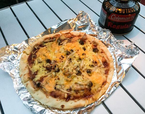 照り焼きチキンときのこのピザ
