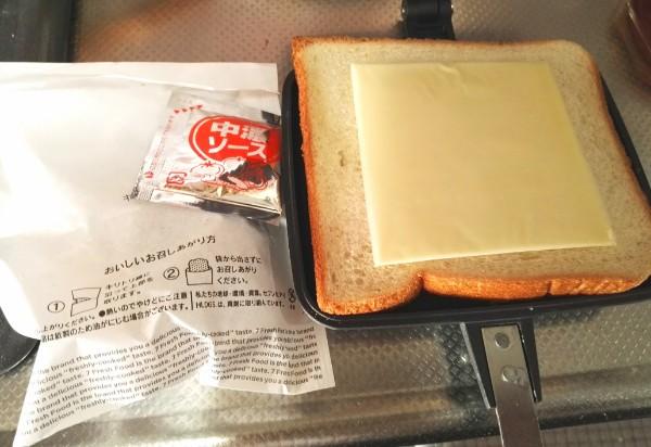 メンチカツとチーズのホットサンド材料