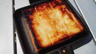 セブンイレブンのシュガートーストをホットサンドメーカーで焼く