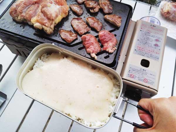 セブンイレブンのとろろごはんで焼き肉