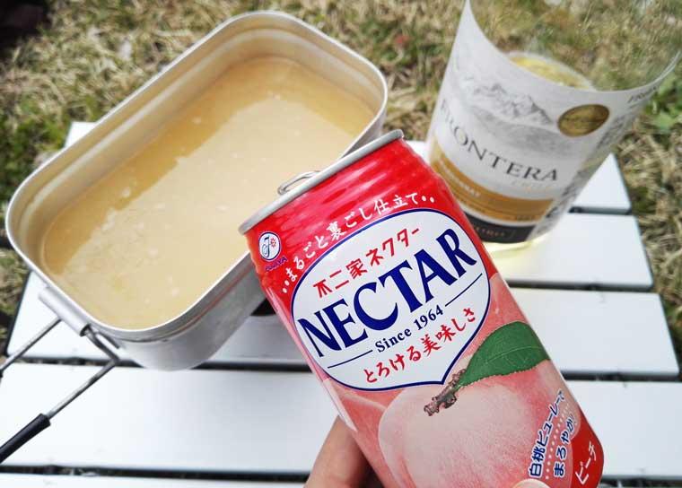 ネクターと白ワインを入れる