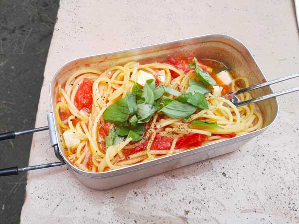 まるごとトマトとモッツァレラチーズのパスタ