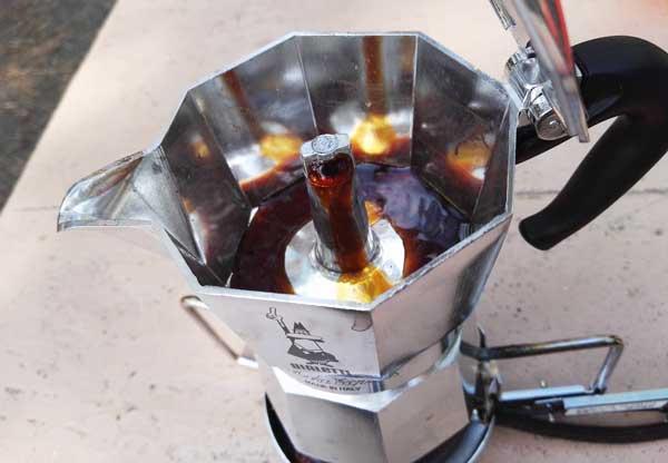 ビアレッティでコーヒーを淹れる沸騰した