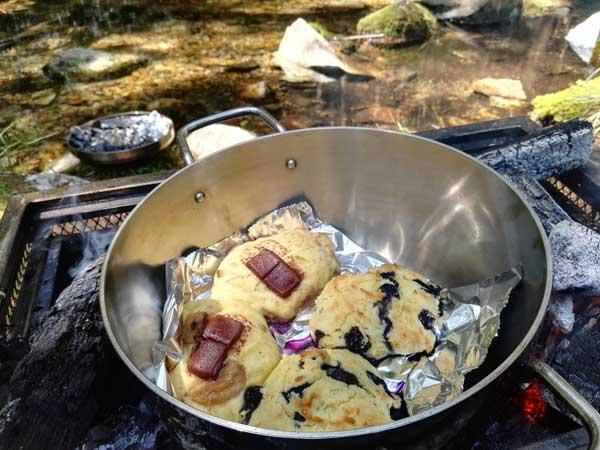 ダッチオーブンで作るスコーン