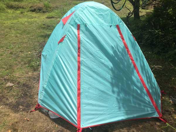 naturehikeのテント。水色と赤の配色