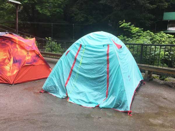 雨に濡れるネイチャーハイクPシリーズテント
