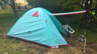 テントのキャノピーは屋根代わりになって便利