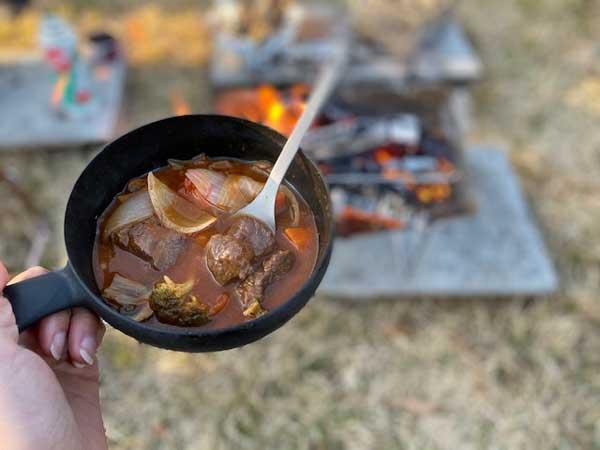ビーフシチューをスノーピーク先割れスプーンで食べる
