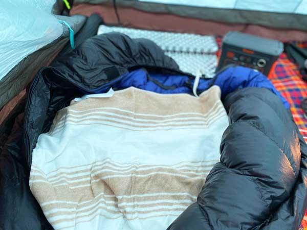 寝袋の中に電気毛布