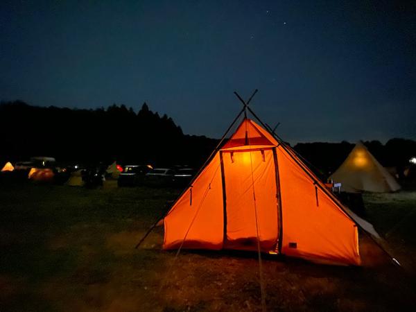 冬キャンプのテント