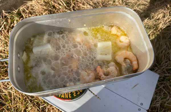 【レシピ】キャンプで作るペスカトーレ③シーフードミックスをいためる