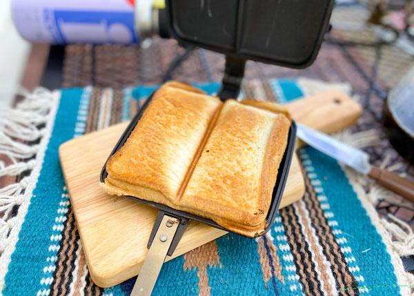 バウルーで焼いたホットサンドはパンそのものが美味しい。