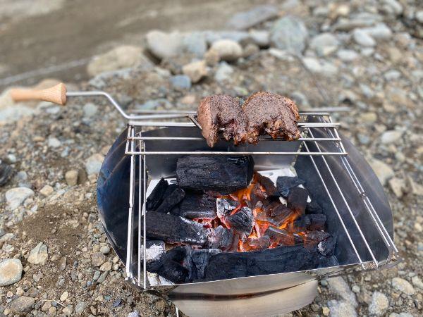 ラプカの焚火台で肉焼き